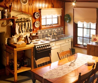 Cottage Kitchens Are Great For That Warm, Make Yourself At Home Look Which  Comes With Solid Wood, Homely Textures, Quirky Accessories And Handcrafting.